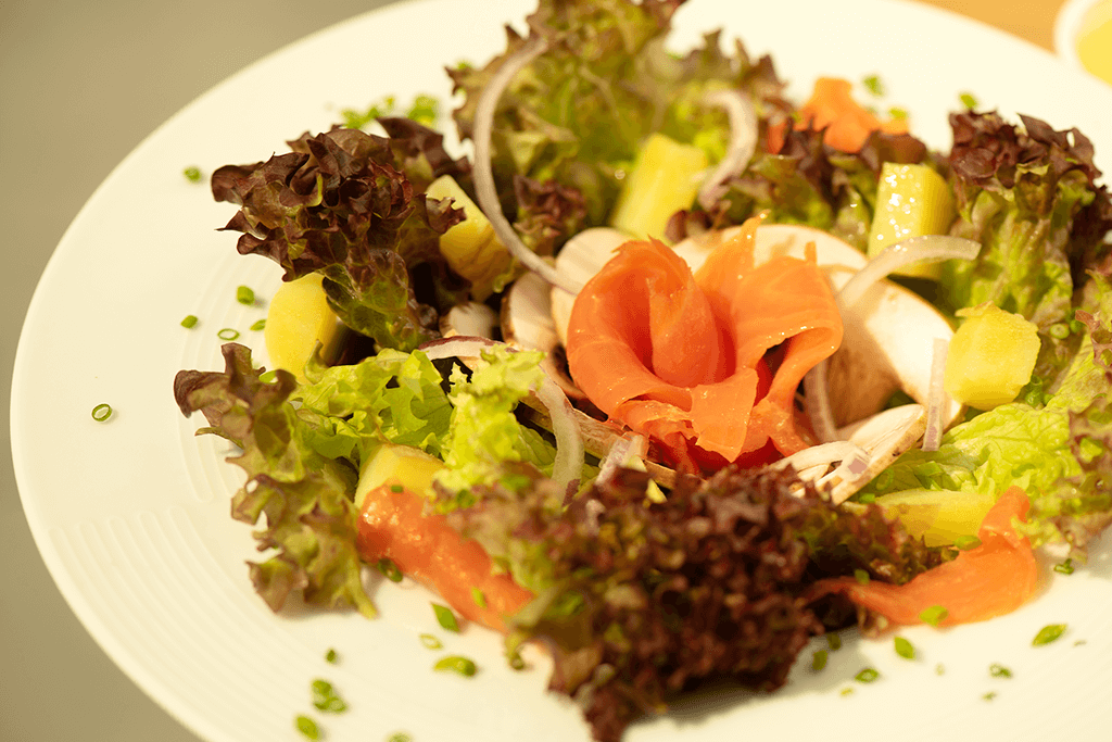 Salade de pommes de terre à la truite fumée