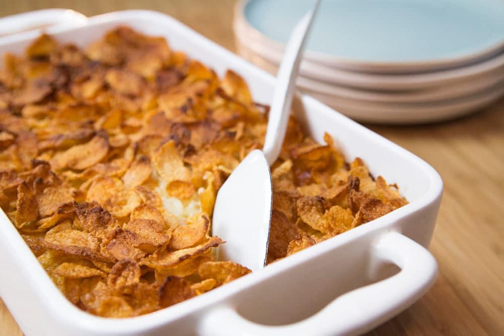 Gratin de pomme de terre au fromage et garniture de cornflakes